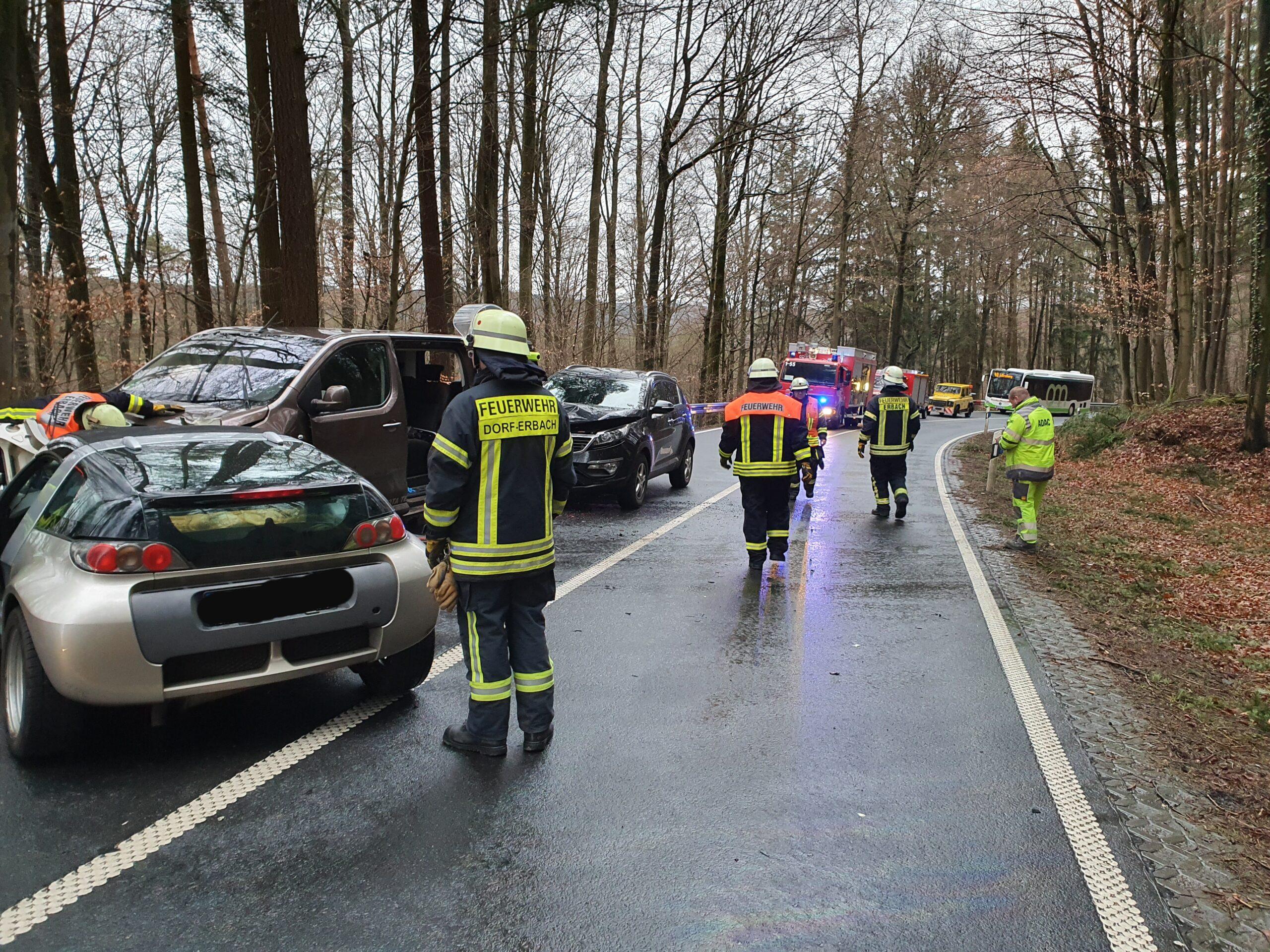 17.02.2020 Auslaufende Betriebsstoffe nach Verkehrsunfall (03-20)